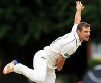 Leaders Middlesex and chasing Yorkshire struggle with bat on day one