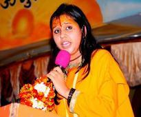 Indians praising Pak should be 'hit with shoes': Sadhvi