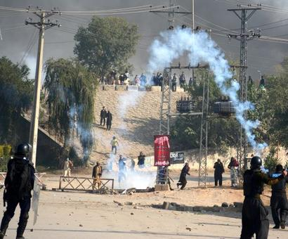 Violence erupts in Pakistan after govt crackdown on protesters