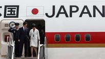 Japan premier visits Cuba in a first