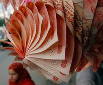 Rupee snaps four-day fall, rises on capital inflows