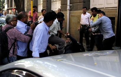 Photojournalists, Bombay House guards resolve dispute