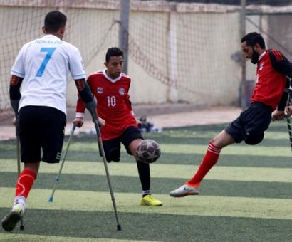 He lost a leg 20 years ago but aims for a soccer league