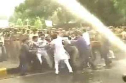 BJP activists clash with police outside Bansal's residence