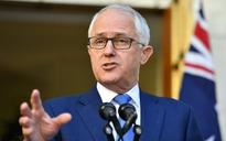 Australia's Prime Minister, Malcolm Turnbull, fined $250 for not wearing a lifejacket in Sydney Harbour