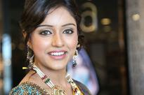 Vithika turns stylist for 'Prema Ishq Kaadhal'