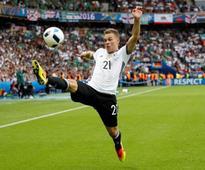 Lahm comparison makes no sense, says Germany's Kimmich