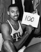Karl-Anthony Towns held up a sign like Wilt Chamberlain after scoring 116 on Pop-a-Shot