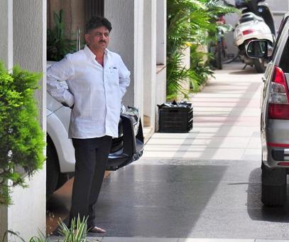 I-T raids Karnataka minister for 3rd day; CM cries foul