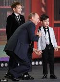 Vladimir Putin tells kids that 'Russia's borders don't end anywhere'