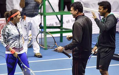 Sania-Bhupathi prevail over Paes-Navratilova pair