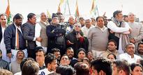 Congress holds protest against demonetisation outside RBI in Chandigarh