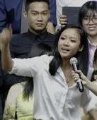WATCH: Obama beatboxes for Vietnam's 'queen of hip-hop'