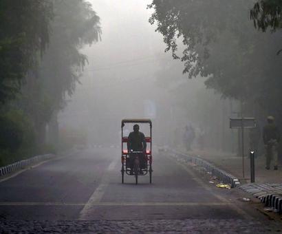 PHOTOS: Delhi chokes on thick smog