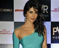 Priyanka Chopra flaunts her absolutely slim physique at premiere