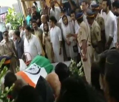 Shashi Kapoor cremated with state honours