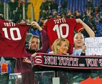 Totti to stay on at Roma