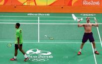 Badminton: Beaten favela kid De Oliveira soaks up support