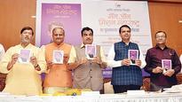 Leaders sing praises for CM Devendra Fadnavis at book launch