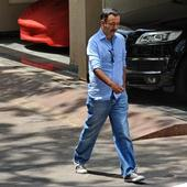 Raju Hirani and Raj Kundra meet Sanjay Dutt at residence in Bandra