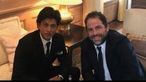 Watch: Shah Rukh Khan teaching 'Lungi Dance' to Brett Ratner is the best thing you'll see today!