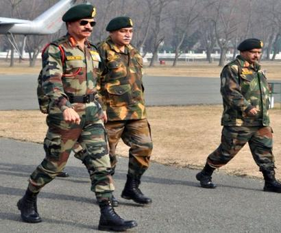 Army Chief visits forward positions of Kashmir, Leh