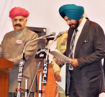 Captain Amarinder Singh sworn in as Punjab CM