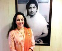 Dharam has a child-like excitement: Lata Mangeshkar