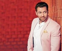 Salman's injury doesn't stop him from shooting