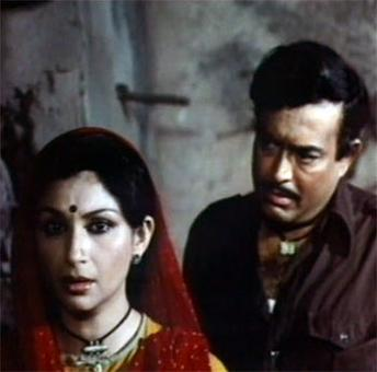Quiz: Who played Sharmila Tagore's mother in Namkeen?