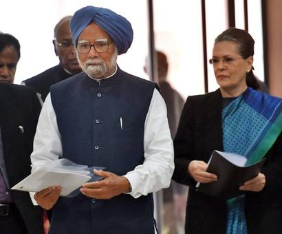 Sonia chairs Opposition meet, calls for unity