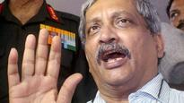 Looters from Delhi trying to loot Goa now, says Parrikar