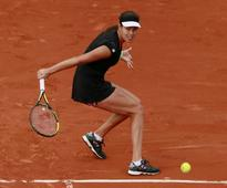 French Open 2015: Hits and Misses From Day 1 as Federer, Nishikori, and Simona H