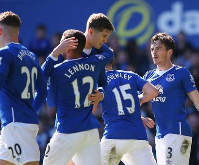 EPL PHOTOS: Arsenal, Everton win; Defoe boosts Sunderland
