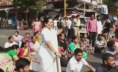 Dalit protests in Thane, roads blocked