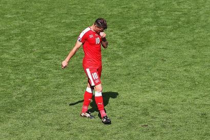 Euro 2016: Poland sink Switzerland on penalties to reach quarters