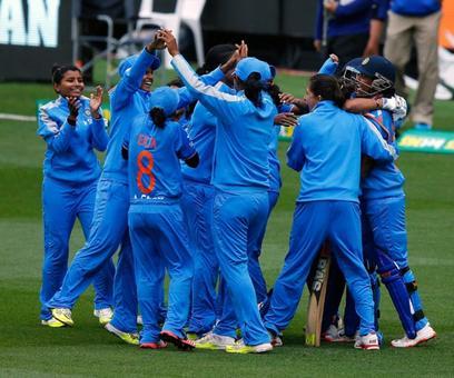 Tendulkar bats for women's cricket
