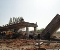 1 dead after bridge collapes in E China
