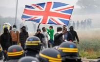 Calais protesters wave Union Jacks as they urge Britain to take more migrants