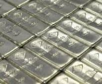 Silver moves up 0.8% in futures trade on global cues