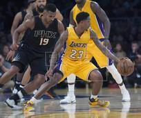 Suns edge Lakers; LeBron James climbs all-time scoring list