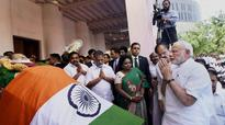 Modi forced to wait in plane for one hour, prior paying tributes to Jaya