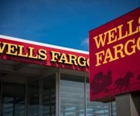 Wells Fargo separates roles of chairman, CEO
