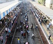 Mumbai railway hoots for safety, cuts track deaths