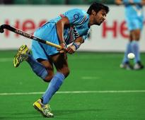 Dhanraj Pillay ends darkness at Yuvraj Walmiki's house, helps hockey player get electricity