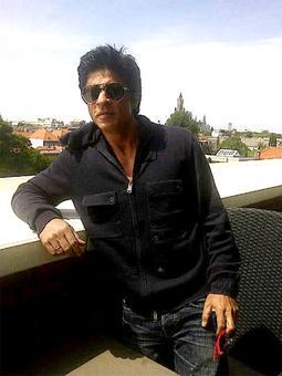 'Dil Se' clocks 18 years, SRK thanks team