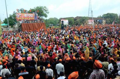 Maratha stir puts Fadnavis government in a fix