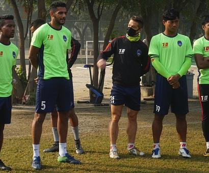 After Lankan cricketers, ISL footballers sport masks in Delhi