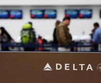 Delta, Southwest outlooks lift U.S. airline stocks