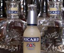 Pernod Ricard eyes stable sales in Asia in 2017 full year -slides
